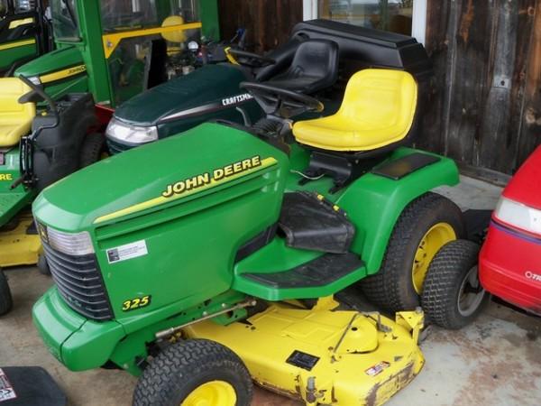 2000 John Deere 325 Lawn and Garden