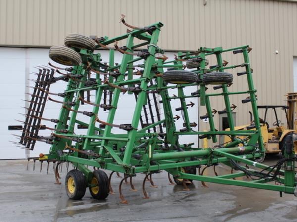 2004 John Deere 2210 Field Cultivator