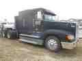 2000 Freightliner FLD120 Semi Truck