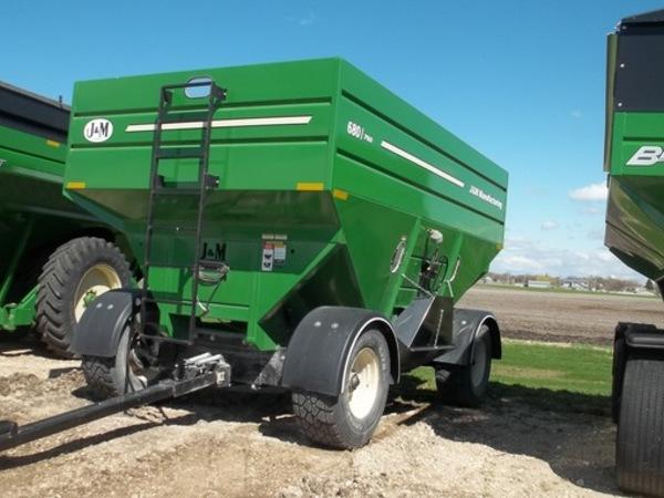 J&M 680 Gravity Wagon