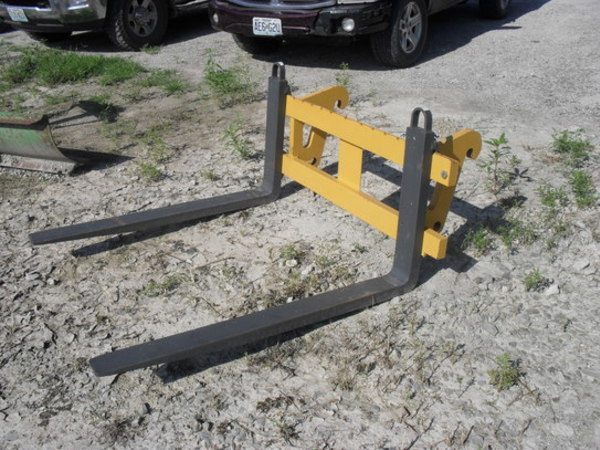 2013 John Deere Pallet Forks Loader and Skid Steer Attachment