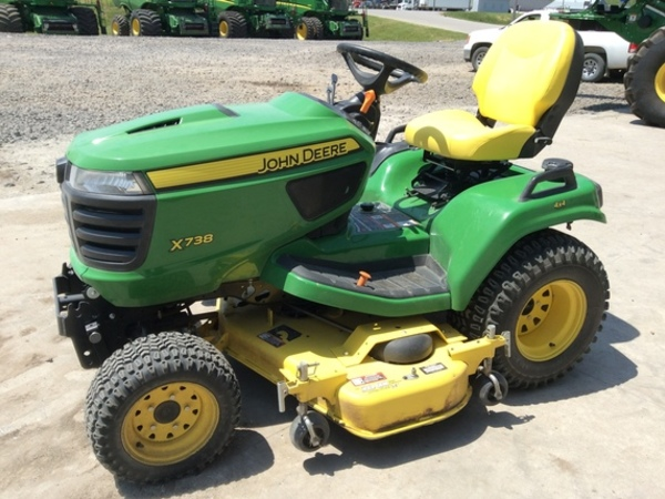 2016 John Deere X738 Lawn and Garden