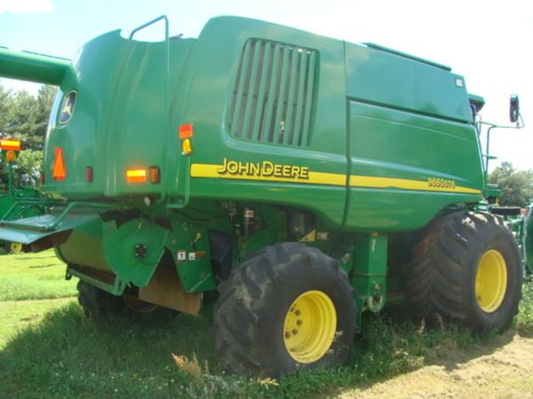 2004 John Deere 9660 STS Combine