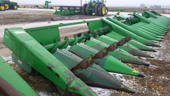 1979 John Deere 643 Corn Head
