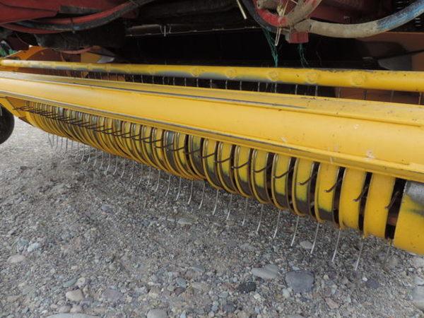 2014 New Holland Roll-Belt 560 Round Baler