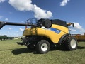 2011 New Holland CR9065 Combine