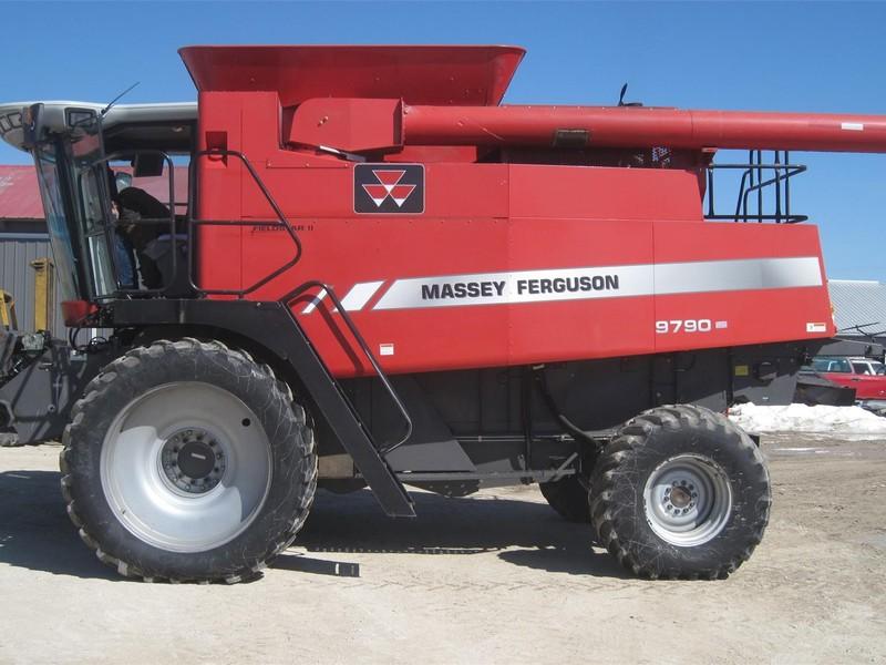 2007 Massey Ferguson 9790 Combine