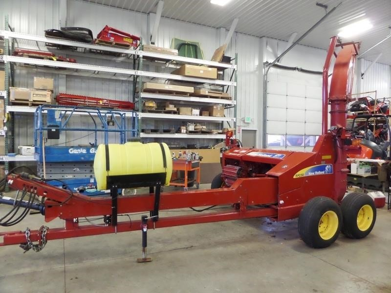 2005 New Holland FP230 Pull-Type Forage Harvester