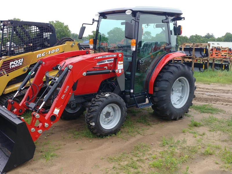 2017 Massey Ferguson 1736 Tractor