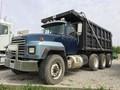 2001 Mack RD688S Semi Truck
