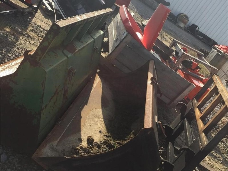 Case IH 715712066 Loader and Skid Steer Attachment
