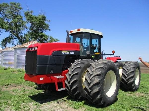 2002 Buhler Versatile 2425 Tractor