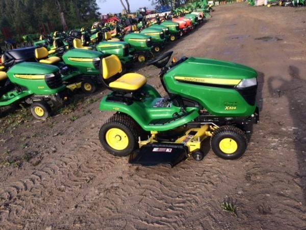 2015 John Deere X324 Lawn and Garden