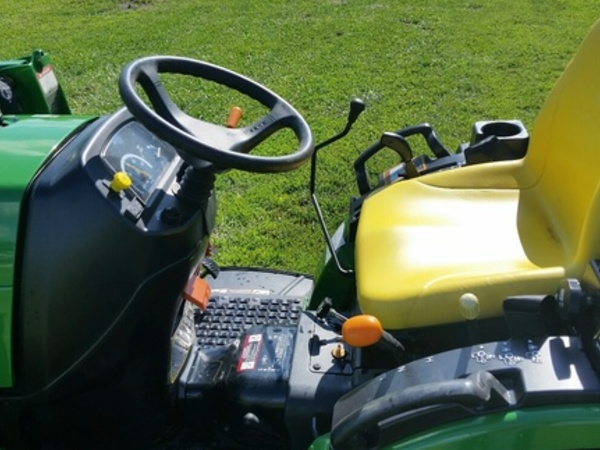 2011 John Deere 2720 Tractor