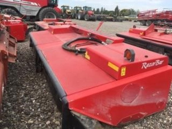 2015 Massey Ferguson 9195 Self-Propelled Windrowers and Swather