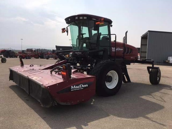 2011 MacDon M205 Self-Propelled Windrowers and Swather
