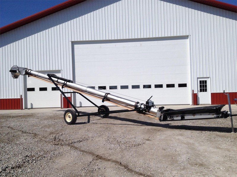 Universal 1535 FIELD LOADER TD Augers and Conveyor