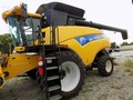 2011 New Holland CR9040 Combine