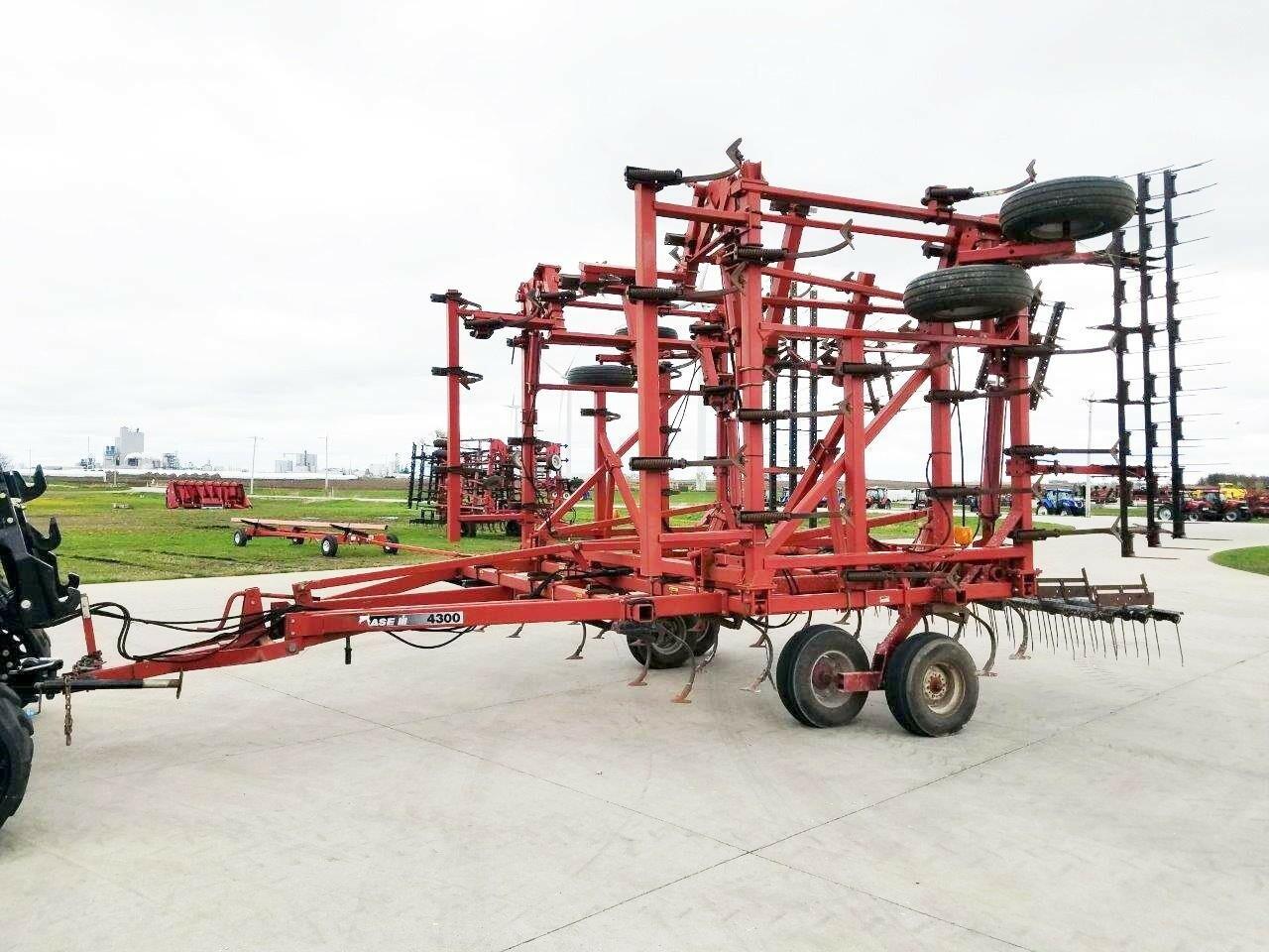 1998 Case IH 4300 Field Cultivator