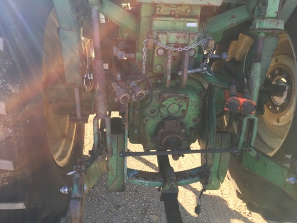 1965 Oliver 1850 Tractor
