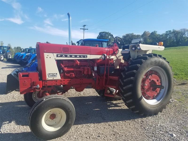 1965 International 806 Tractor