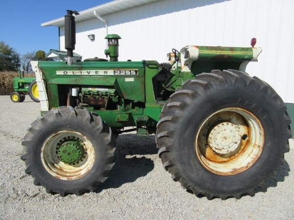 1972 Oliver 2255 Tractor
