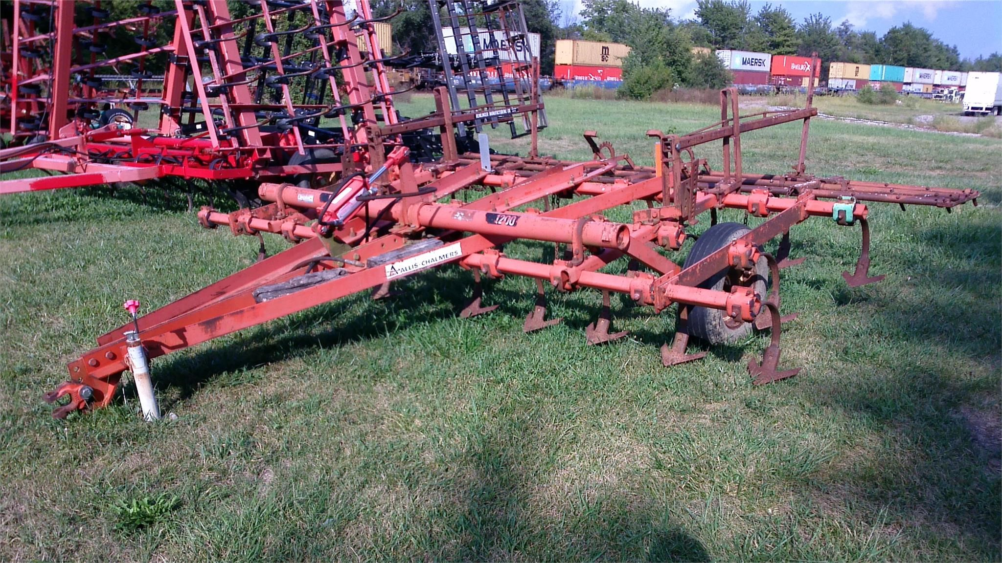 1980 Allis Chalmers 1200 Field Cultivator