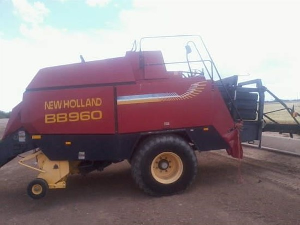 2004 New Holland BB960 Big Square Baler