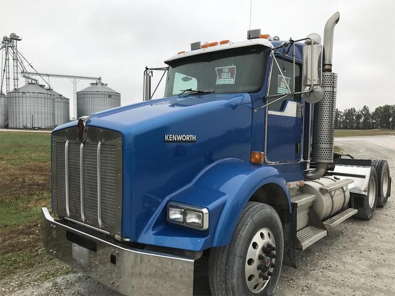 2004 Kenworth T800 Semi Truck