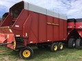 New Holland 816 Forage Wagon