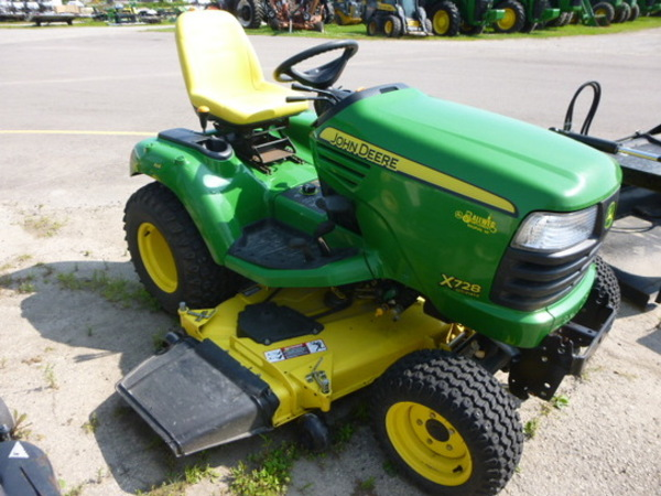 2006 John Deere X728 Lawn and Garden
