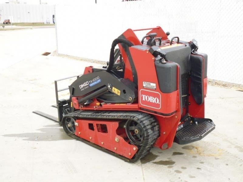 2015 Toro DINGO TX1000W Loader and Skid Steer Attachment