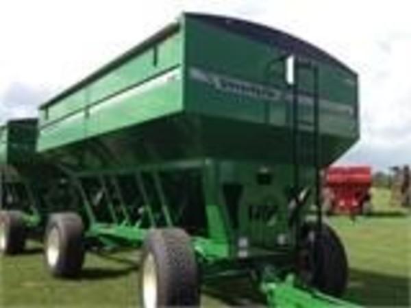 2015 Unverferth 530 Gravity Wagon