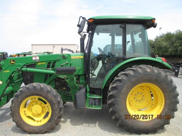 2013 John Deere 5100M Tractor