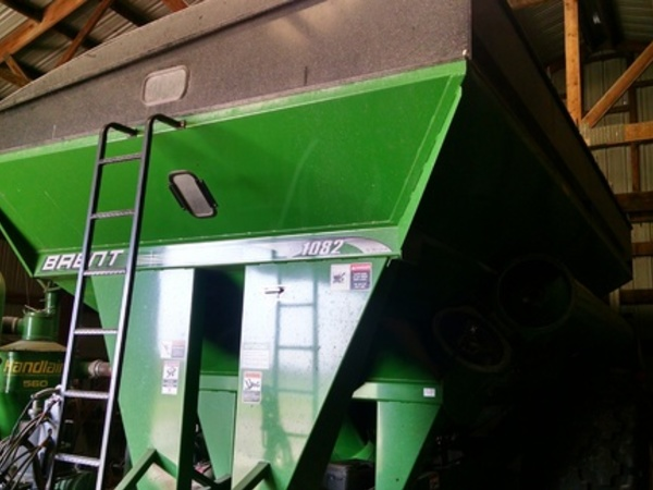 2011 Brent 1082 Grain Cart