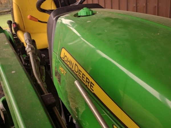 2014 John Deere 2025R Tractor