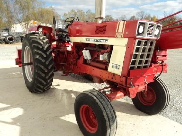 1974 International 100 hydro Tractor