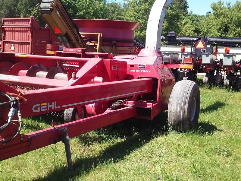 2004 Gehl CB1085 Pull-Type Forage Harvester