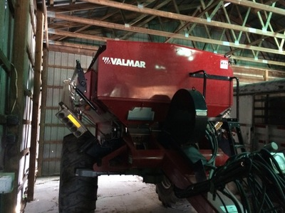 2015 Valmar Airflo 7600 Pull-Type Fertilizer Spreader