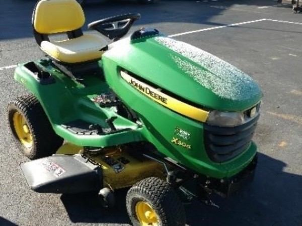 John Deere X304 Lawn and Garden - Tipp City, OH | Machinery Pete