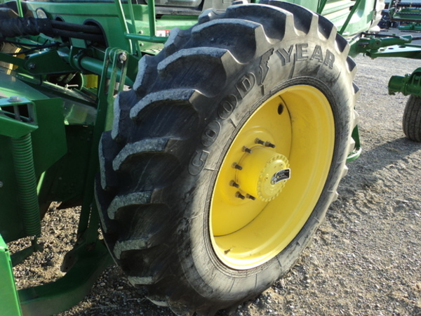 2010 John Deere R450 Self-Propelled Windrowers and Swather