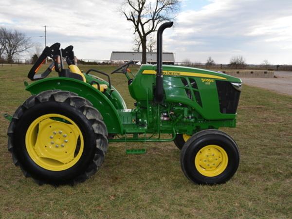 2015 John Deere 5055E Tractor