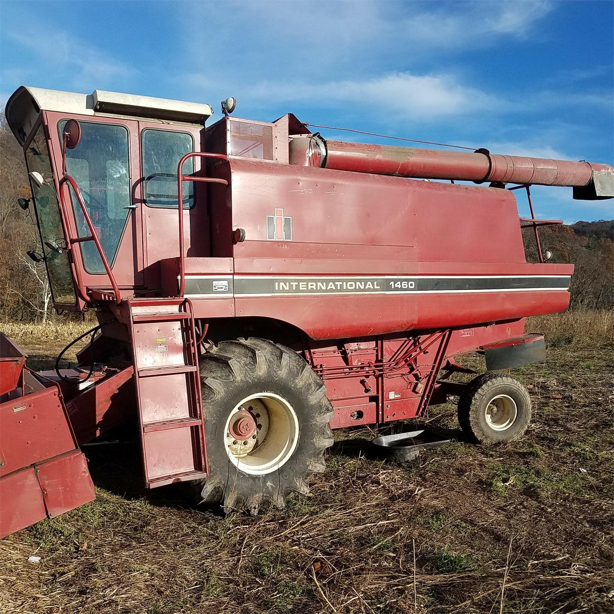 International Harvester 1460 Combine