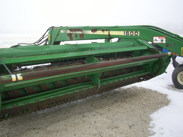 1990 John Deere 1600A Pull-Type Windrowers and Swather
