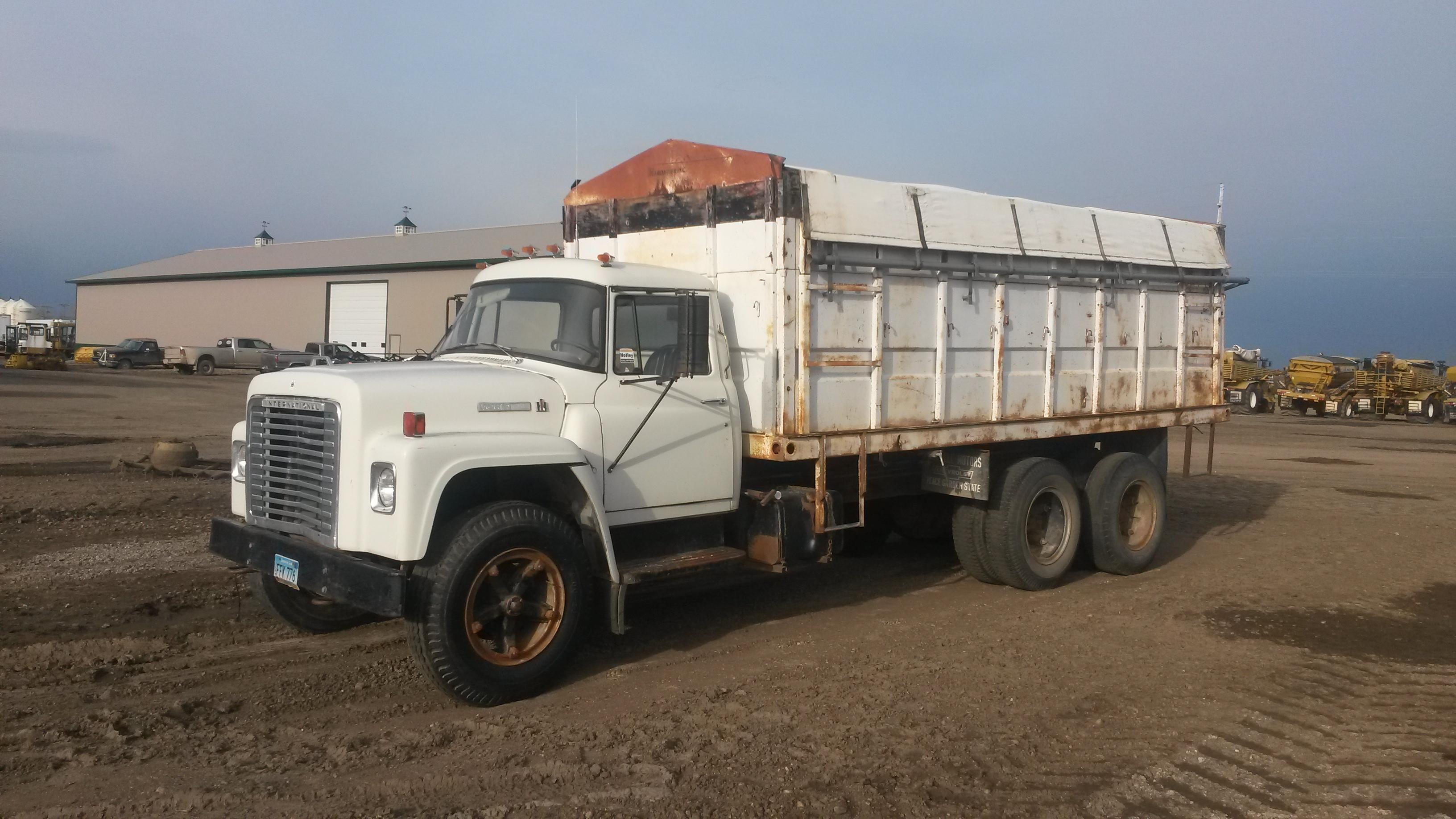 1975 International 1600 Semi Truck