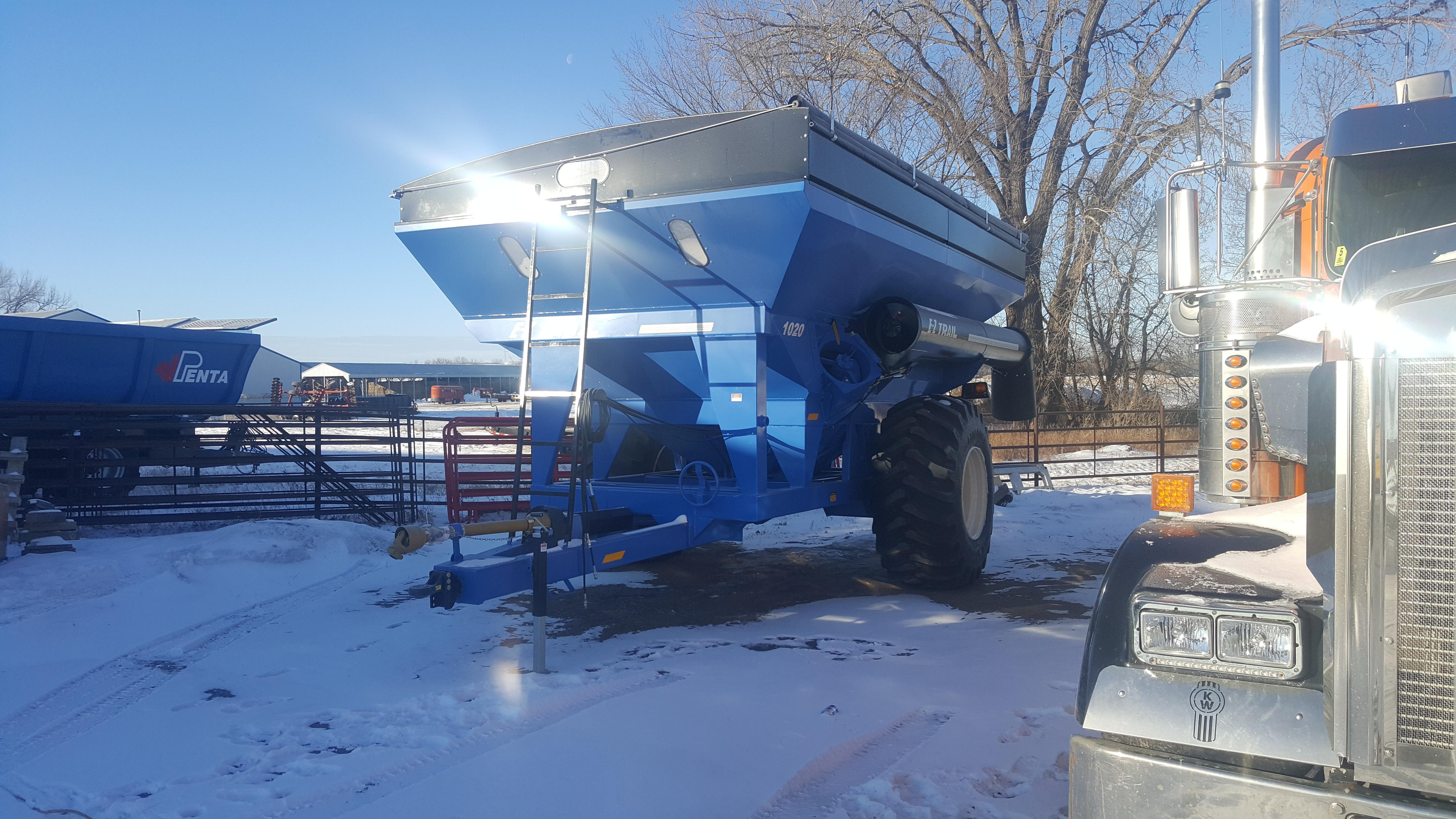 2021 E-Z Trail 1020 Grain Cart