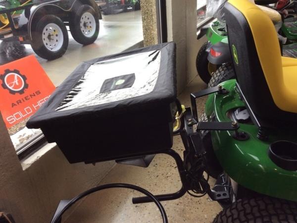 John Deere Spreader Pull-Type Fertilizer Spreader