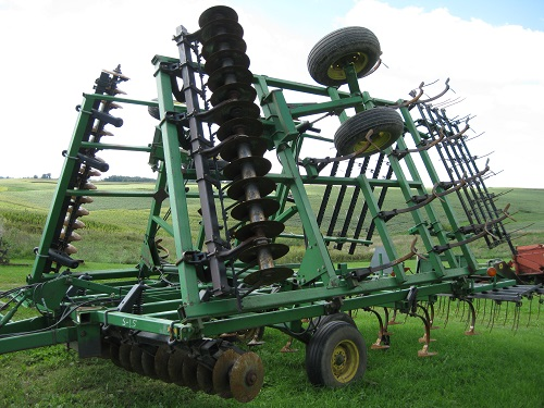 John Deere 724 Soil Finisher
