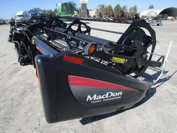 2014 MacDon FD75 Platform
