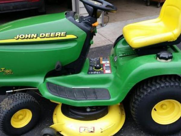 2003 John Deere LT180 Lawn and Garden